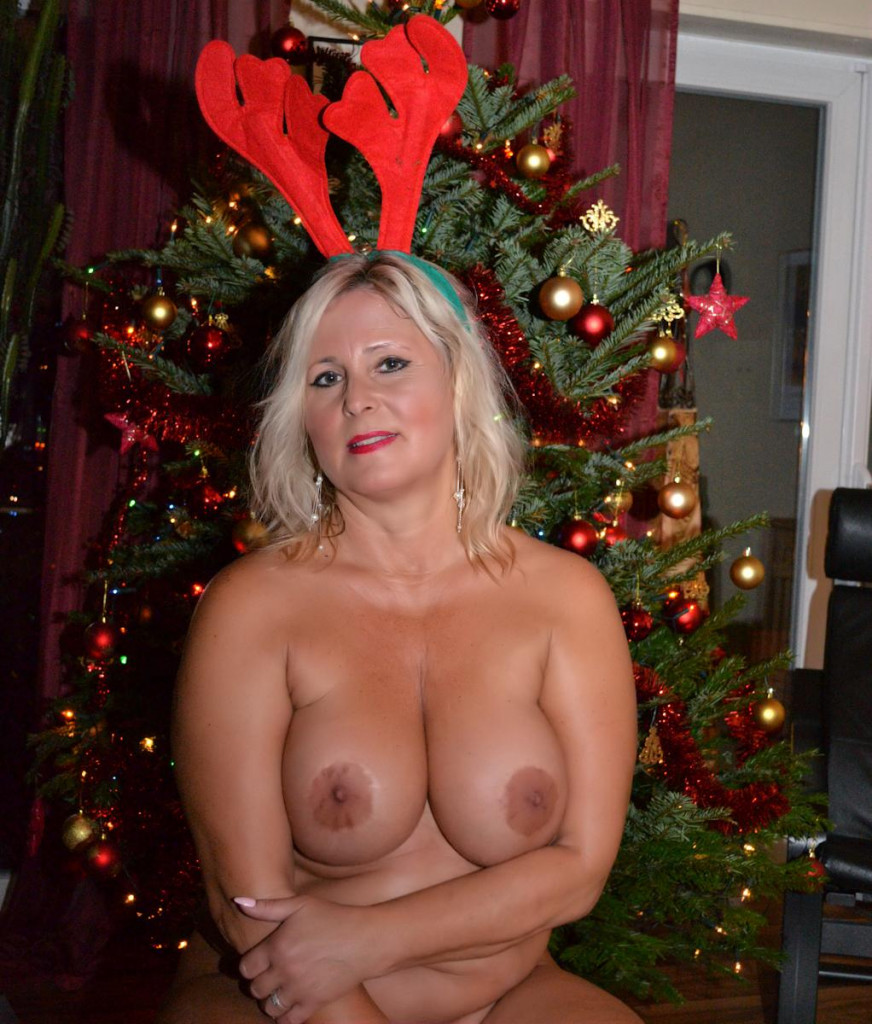 Merry Christmas | I am a Nudist-Girl